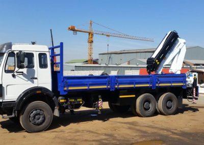 rear-mount-crane-truck